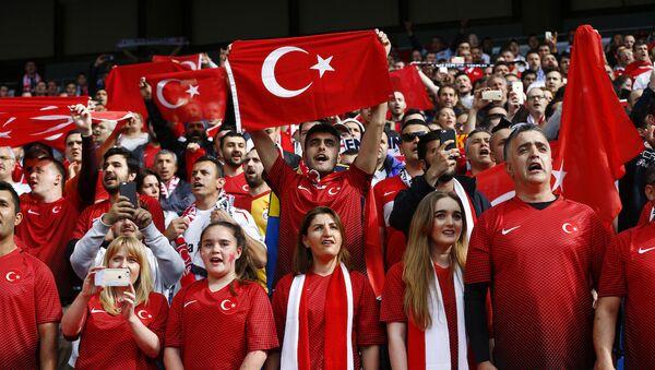 Türkiye A Milli Futbol Takımı'nı destekleyen taraftarlar. - Sputnik Türkiye