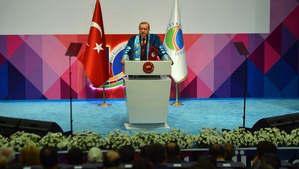 Cumhurbaşkanı Recep Tayyip Erdoğan, Kırşehir'de Ahi Evran Üniversitesi fahri doktora tevcih törenine katılarak konuşma yaptı. - Sputnik Türkiye
