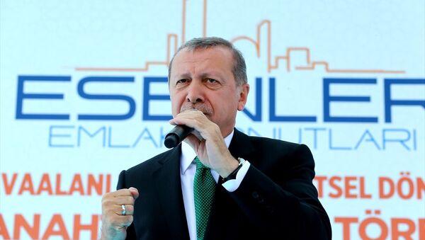 Cumhurbaşkanı Recep Tayyip Erdoğan, Esenler Havaalanı Mahallesi Kentsel Dönüşüm Konutlarının hak sahiplerine teslim törenine katılarak burada bir konuşma yaptı. - Sputnik Türkiye
