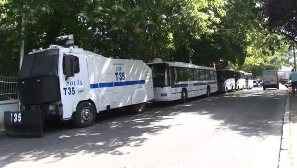 Polis otobüsü ve TOMA - Sputnik Türkiye