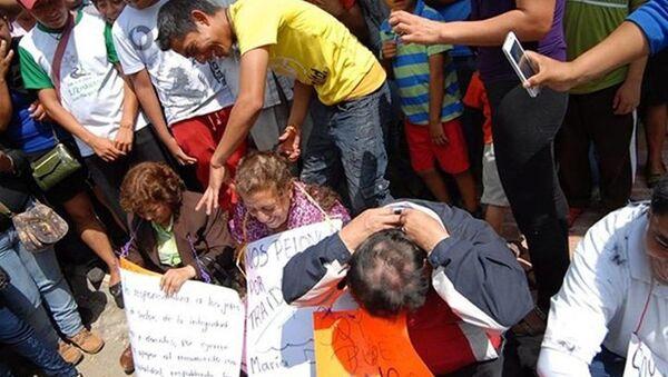 Meksika  öğretmenlerin saçlarını kestiler - Sputnik Türkiye