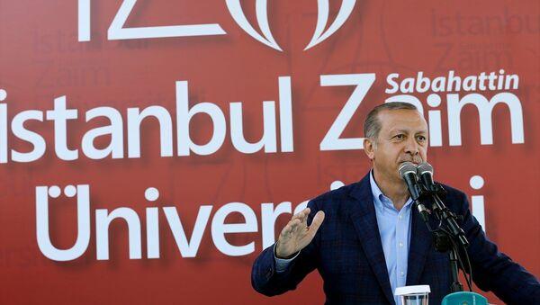 Cumhurbaşkanı Recep Tayyip Erdoğan, Sabahattin Zaim Üniversitesi'nde düzenlenen mezuniyet törenine katıldı. - Sputnik Türkiye