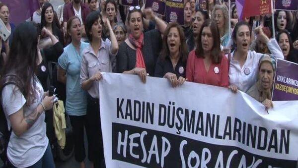 Kadınlardan Galatasaray Meydanı'nda eylem - Sputnik Türkiye