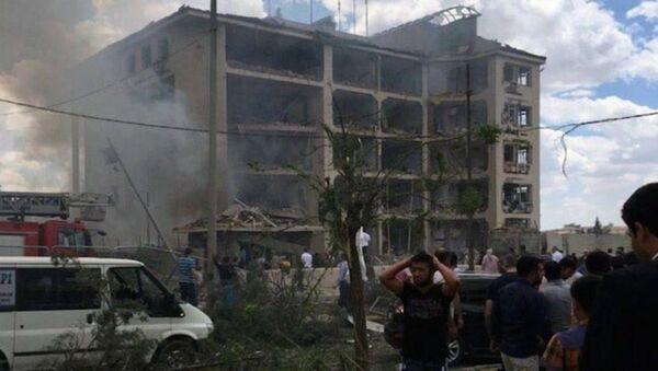 Midyat İlçe Emniyet Müdürlüğü'ne bombalı saldırı - Sputnik Türkiye