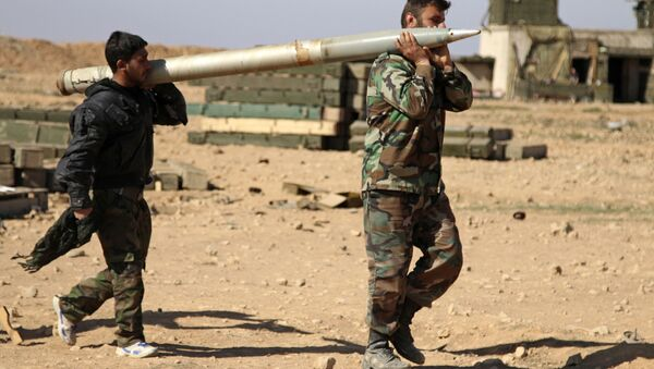 Rakka yakınlarındaki Suriye askerleri. - Sputnik Türkiye