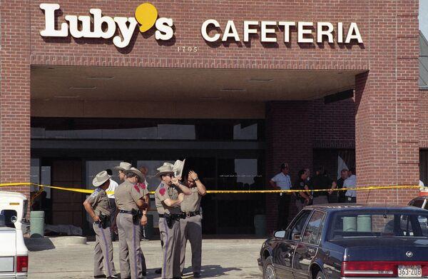 Teksas eyaletinin Killeen kentinde 35 yaşındaki George Hennard kamyonetiyle Luby's isimli kafeteryaya kamyonetiyle girdikten sonra içeride bulunanlardan 23 kişiyi silahıyla vurarak öldürdü, 27 kişiyi de yaraladı. Saldırgan, olayın ardından kendi yaşamına da son verdi. - Sputnik Türkiye