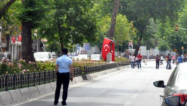 İstanbul Vezneciler'de geçen hafta terör saldırısının gerçekleştiği noktaya bırakılan şüpheli paketten el bombası çıktığı öğrenildi. - Sputnik Türkiye