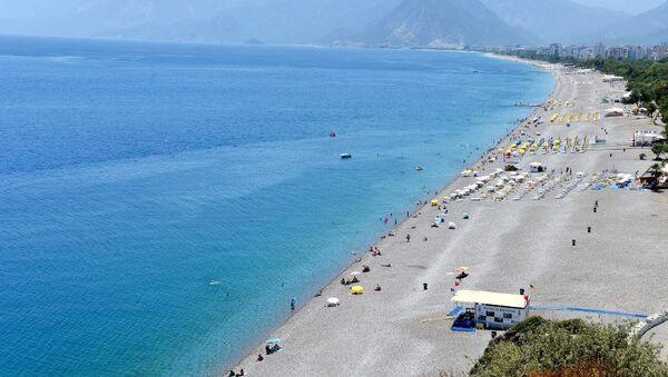 Antalya'da, her yıl binlerce yerli ve yabancı turistin akın ettiği dünyaca ünlü Konyaaltı sahili, bomboş görüntüsüyle dikkati çekiyor. - Sputnik Türkiye
