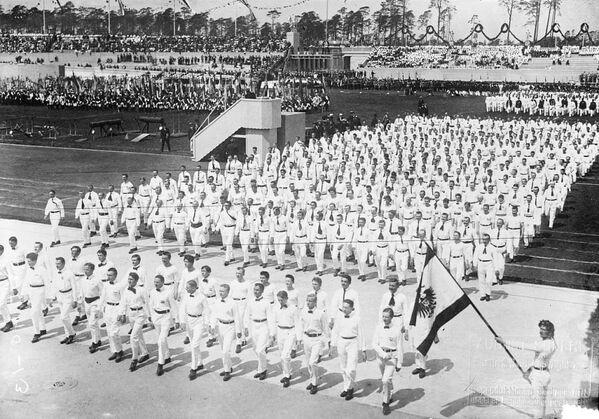 1916 Olimpiyatları için Berlin'de yapılan bir stadyumun açılışı-1913 - Sputnik Türkiye