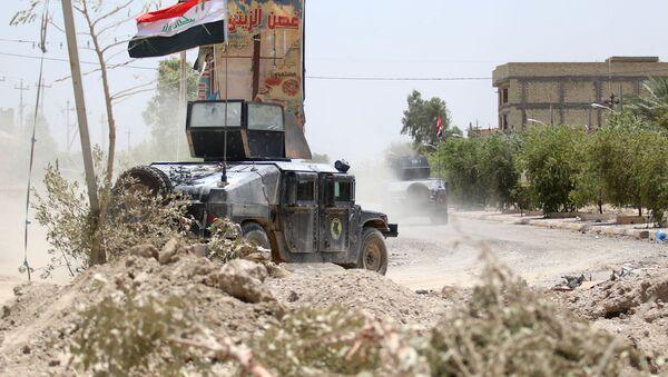Irak'ta terörle mücadele güçlerine ait bir zırhlı araç. - Sputnik Türkiye