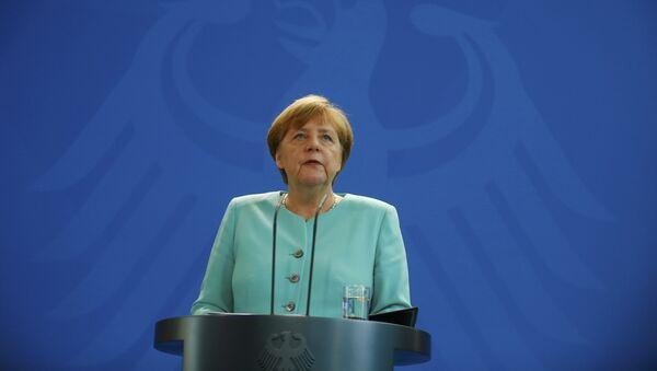 Almanya Başbakanı Merkel referandumun ardından yaptığı ilk açıklamada, Brexit Avrupa için bir kırılmadır dedi. - Sputnik Türkiye
