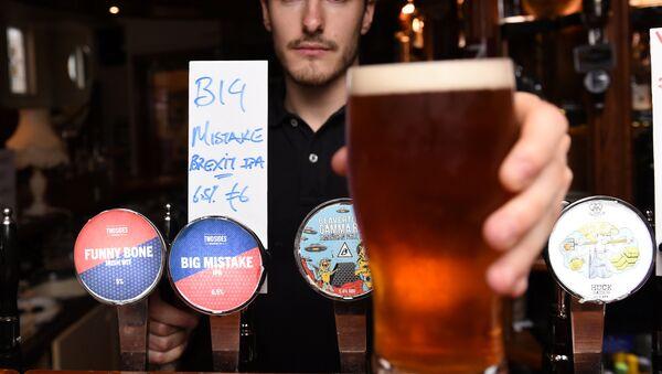 İrlanda'nın başkenti Dublin'de bir bar, Brexit birası yaptı. - Sputnik Türkiye