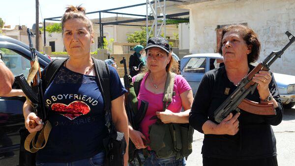 Cihatçılara karşı silahlanan Lübnanlı Hristiyan kadınlar - Sputnik Türkiye