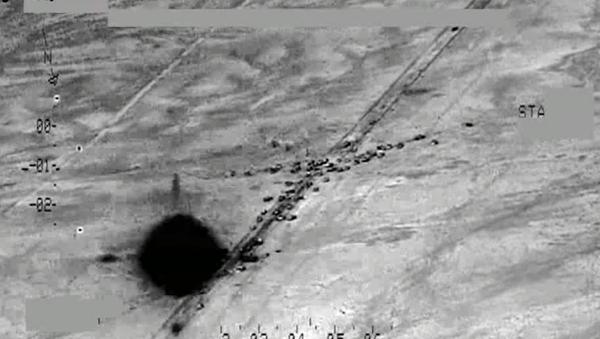 Irak ordusu Rus Mi-35M, Mi-28NE helikopterleriyle IŞİD'e ait büyük bir araç konvoyunu vurdu. Irak Savunma Bakanlığı'nın yayınladığı videoda, o anlar saniye saniye yansıdı. - Sputnik Türkiye