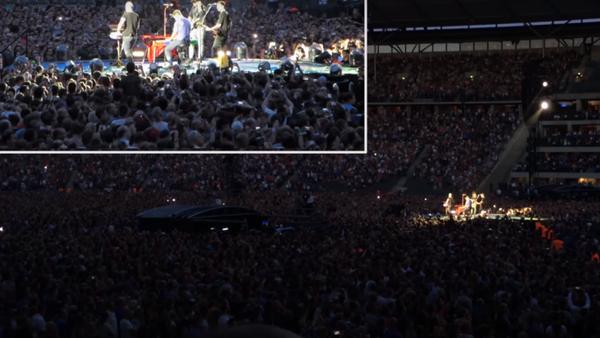 Dünyaca ünlü İngiliz müzik grubu Coldplay, Atatürk Havalimanı saldırısında ölenleri unutmadı. Grup Almanya'nın başkenti Berlin'de Türk bayrağı açarak 'Everglow' şarkısını İstanbul için söyledi. - Sputnik Türkiye