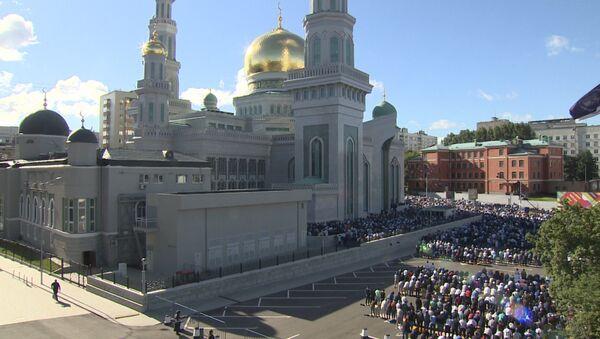 Moskova'da yaşayan Müslümanlar Ramazan Bayramı namazını kıldı - Sputnik Türkiye