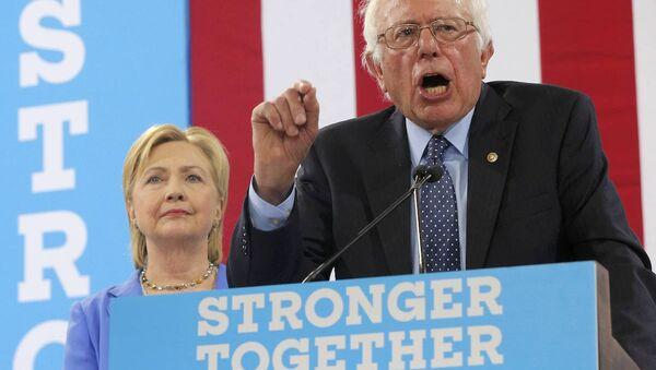 Bernie Sanders, ABD başkanlığı için Hillary Clinton'a desteğini sundu. - Sputnik Türkiye