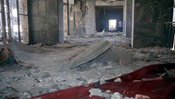 Darbe girişimi sırasında bombalanan TBMM'de en fazla hasar, başbakanlık makamının da bulunduğu 1.kat ile Şeref Holü'nde yaşandı. - Sputnik Türkiye