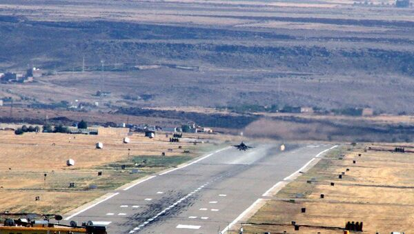 Darbe girişimi sırasında Ankara'da birçok noktayı bombalayan savaş uçaklarından 6'sının Diyarbakır'daki 8. Ana Jet Üssü'nde kalktığı ortaya çıkarken, 2 savaş uçağının ise darbe girişimine karşı olarak havalandığı öğrenildi. - Sputnik Türkiye