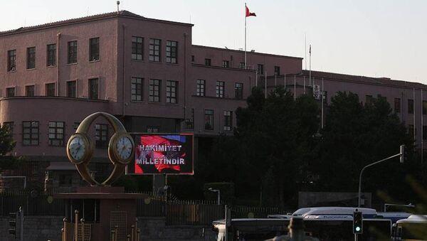Genelkurmay Başkanlığı Karargahı'ndaki dijital panodan 'Hakimiyet milletindir' yazısı paylaşıldı. - Sputnik Türkiye