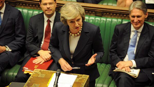 Theresa May, Avam Kamarası'ndaki 'Başbakan'a Sorular' oturumunda, milletvekillerinin sorularını yanıtladı. - Sputnik Türkiye