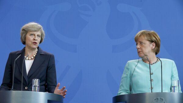 İngiltere Başbakanı Theresa May ve Almanya Başbakanı Angela Merkel - Sputnik Türkiye
