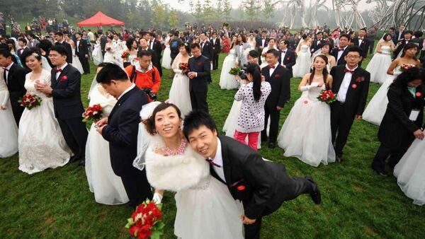 Çin'de 10.10.10 tarihinde binlerce çift aynı anda evlendi. - Sputnik Türkiye