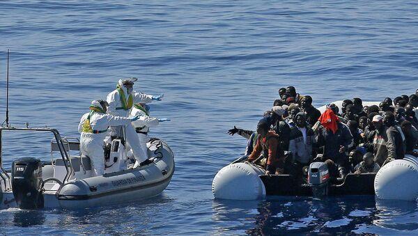 Akdeniz'de kurtarılan sığınmacılar - Sputnik Türkiye