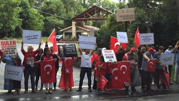 Fethullah Gülen Pensilvanya'daki malikanesinde protesto edildi - Sputnik Türkiye