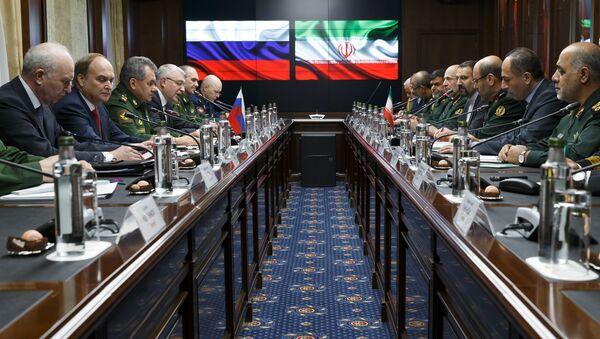 Rusya Savunma Bakanı Sergey Şoygu ve İran Savunma Bakanı Hüseyin Dehkan - Sputnik Türkiye
