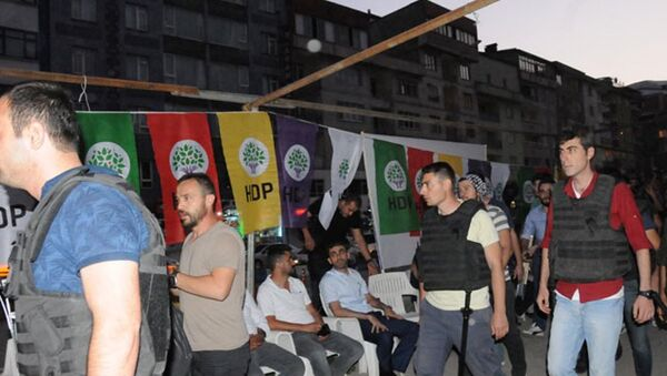 HDP ve DBP'nin, darbeye karşı nöbet çadırına polis baskını - Sputnik Türkiye