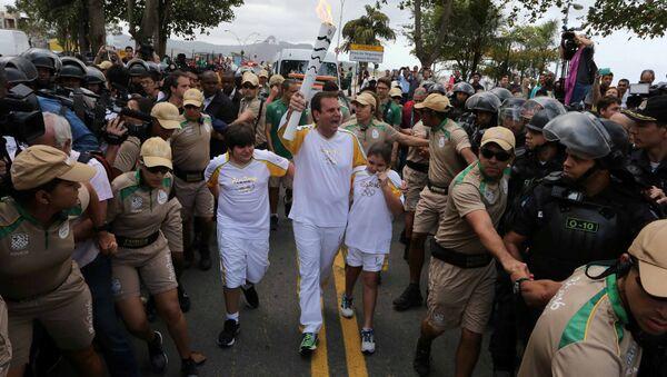 Rio belediye başkanı Eduardo Paes Olimpiyat Meşalesini taşıdı - Sputnik Türkiye