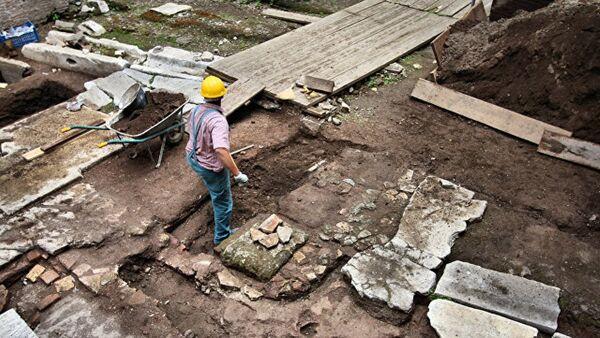 Kazakistan'da piramit benzeri mezar - Sputnik Türkiye