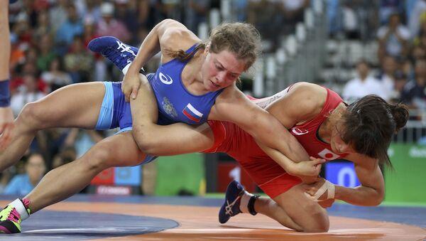 Rus güreşçi Valeria Koblova, Rio Olimpiyat Oyunları'nda gümüş madalyanın sahibi oldu. - Sputnik Türkiye
