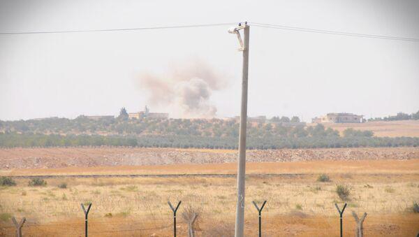 'Fırat Kalkanı' operasyonuna katılan Türk tankları Suriye sınırını geçti. - Sputnik Türkiye