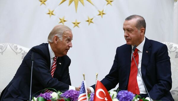 Cumhurbaşkanı Recep Tayyip Erdoğan, Cumhurbaşkanlığı Külliyesi'nde ABD Başkan Yardımcısı Joe Biden'ı kabul etti. Cumhurbaşkanı Erdoğan ve Biden, görüşme sonrası ortak basın toplantısı düzenledi. - Sputnik Türkiye