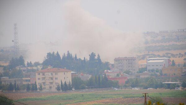 ÖSO ve Türk askerleri Cerablus'un batısına doğru ilerlerken, IŞİD'inCerablus'un batı ve güneybatısındaki köylerden de çekildiği ve El Bab kentine doğru kaçtığı belirtildi. - Sputnik Türkiye
