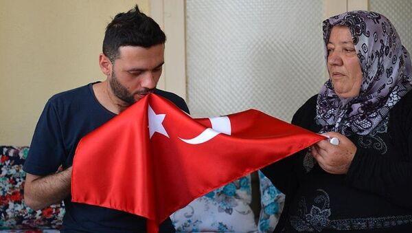 Fetullahçı Terör Örgütü'nün (FETÖ) darbe girişimi sırasında Ankara'da vücudunun çeşitli yerlerinden yaralanan ve 18 gün hastanede tedavi gören Yozgatlı Muammer Erkaya - Sputnik Türkiye