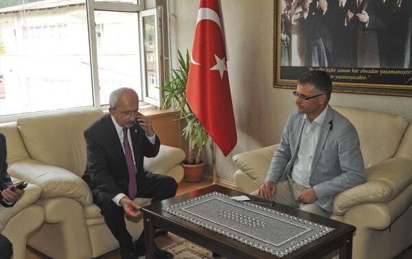 Saldırısı sonrası Kılıçdaroğlu'nun sağlık durumu bir süre belirsizliğini korumuştu. CHP lideri, canlı yayınlara bağlanarak sağlık durumunun iyi olduğunu aktardı. - Sputnik Türkiye