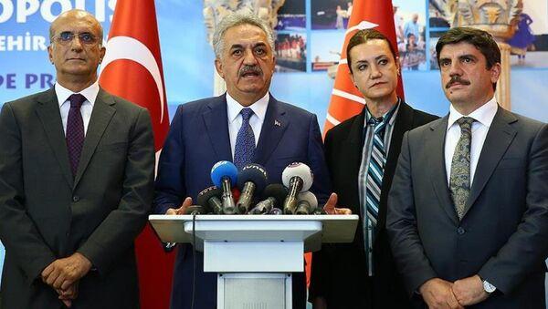AK Parti Genel Başkan Yardımcısı Hayati Yazıcı başkanlığındaki AK Parti heyeti, CHP'ye geçmiş olsun ziyaretinde bulundu. - Sputnik Türkiye