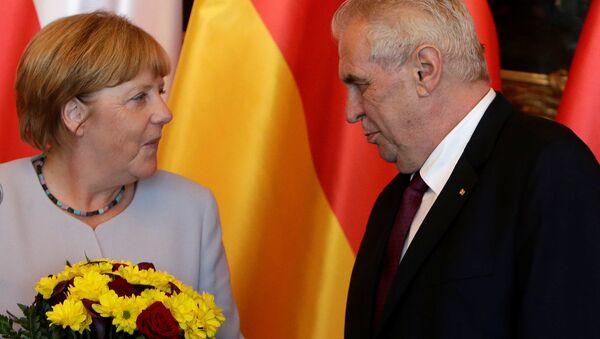 Angela Merkel - Miloş Zeman - Sputnik Türkiye