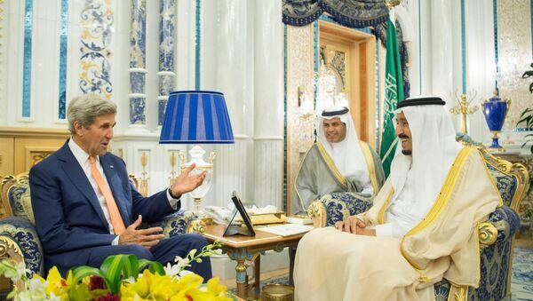 ABD Dışişleri Bakanı John Kerry, Suudi Arabistan'ın Cidde kentinde Kral Selman bin Abdulaziz ile görüştü - Sputnik Türkiye