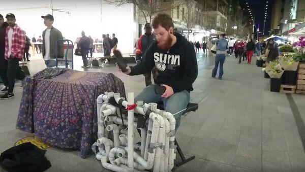 Eski plastik borulardan yayılan tekno müziği dinleyin - Sputnik Türkiye