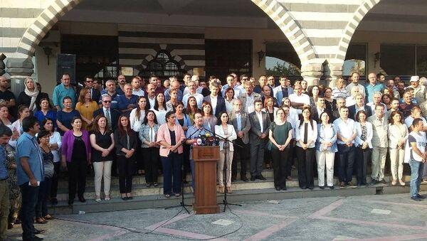 HDP, DTK, KJA, DBP ve HDK'nin eş başkanları ve eş sözcüleri Diyarbakır'da yaşanan sürece ilişin açıklama yaptı. - Sputnik Türkiye