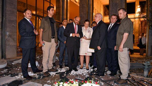 AP Başkanı Schulz, darbecilerin bombaladığı TBMM'yi gezdi. - Sputnik Türkiye