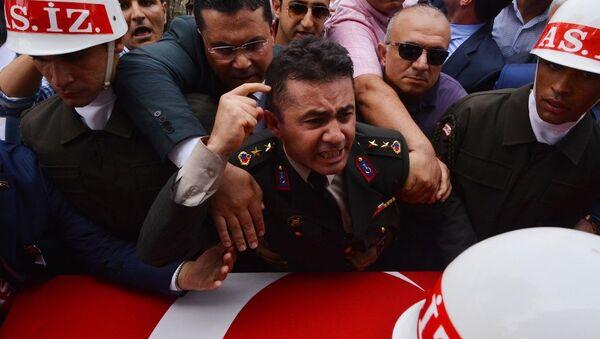 Yarbay Mehmet Alkan TSK'dan ihraç edildi - Sputnik Türkiye