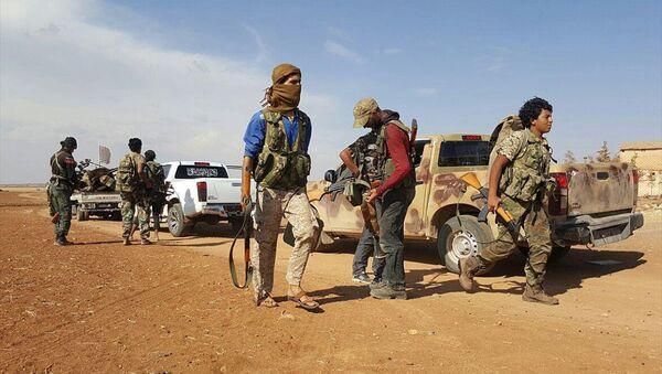 ÖSO birlikleri Çobanbey çevresinde IŞİD militanlarının bulunduğu bölgelere doğru hareket etti. - Sputnik Türkiye