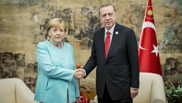 Cumhurbaşkanı Recep Tayyip Erdoğan ve Almanya Başbakanı Angela Merkel - Sputnik Türkiye