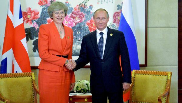 Rusya Devlet Başkanı Vladimir Putin ve İngiltere Başbakanı Theresa May - Sputnik Türkiye
