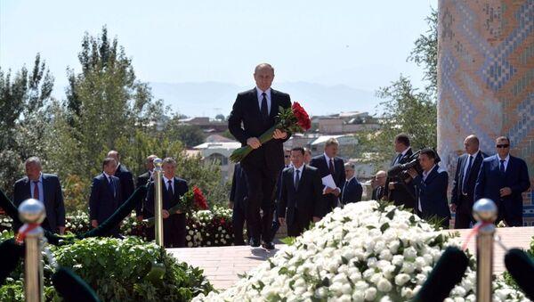 Putin, Kerimov'un mezarını ziyaret etti - Sputnik Türkiye